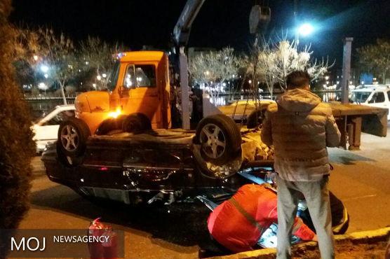 یکدستگاه خودروی سواری در زیباکنار خرم آباد واژگون شد