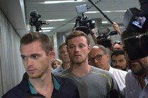 پلیس برزیل مانع خروج دو شناگر آمریکایی از این کشور شد