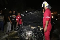 خودرو پژو پس از برخورد با جدول در شعلههای آتش سوخت