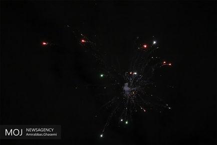 نورافشانی میدان انقلاب در شب 22 بهمن