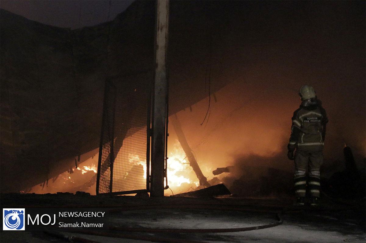 مهار آتش سوزی گسترده انبار لوازم یدکی در خمینی شهر