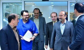 پخش عمل جراحی مغز جراح مازندرانی در پاریس