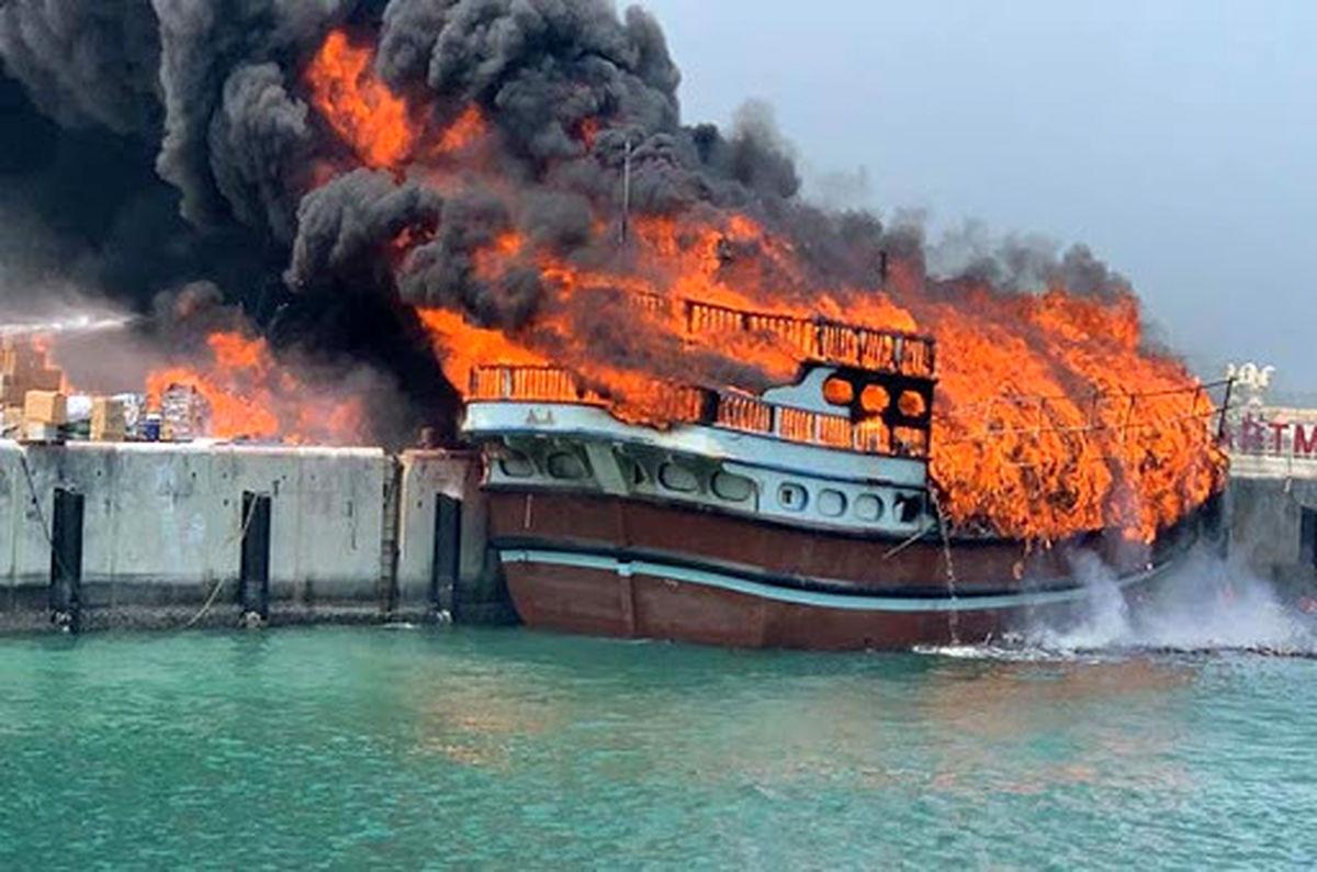 نجات سرنشینان لنج باری از حریق توسط صیادان بندر چارک