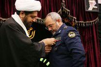 نصب مدال خادم افتخاری امام رضا (ع) بر سینه فرمانده نیروی هوایی ارتش