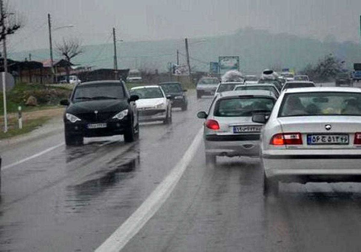بارش باران در محورهای مواصلاتی ۵ استان