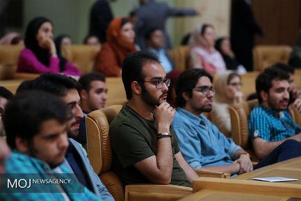 ضیافت افطار جمعی از جوانان با رییس جمهور