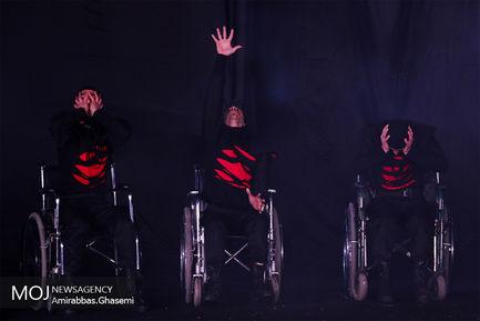 دومین روز اجراهای خیابانی سی و هفتمین جشنواره تئاتر فجر