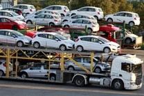 وزارت صنعت اطلاعاتی درباره تخلف واردات خودرو به انجمن ارائه نکرده است/رد تحریم واردات سی کی دی خودرو
