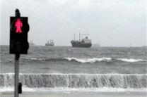 باد، اسکلههای گردشگری قشم را تعطیل کرد