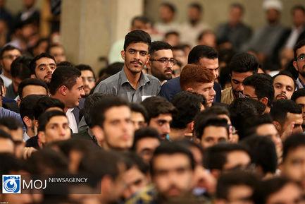 دیدار جمعی از دانشجویان با مقام معظم رهبری