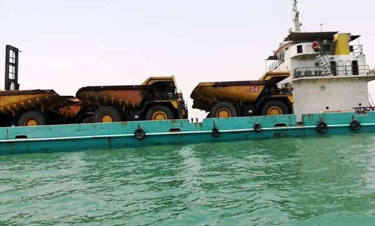 توقیف لندینگ کرافت حامل خودروهای سنگین قاچاق در آبهای خلیج فارس