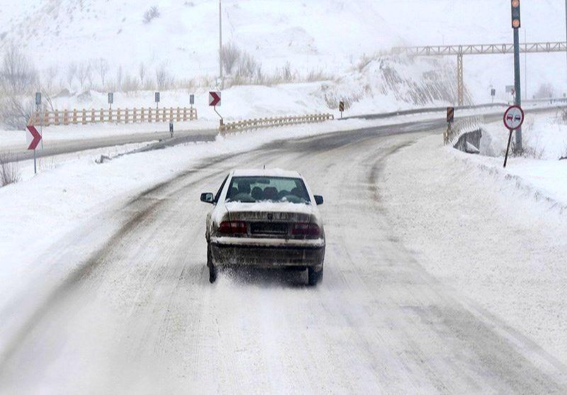 محورهای هراز، کرج-چالوس و آزادراه های تهران-قم و تهران-ساوه مسدود شدند