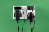 آداپتور متصل به برق انرژی مصرف می کند