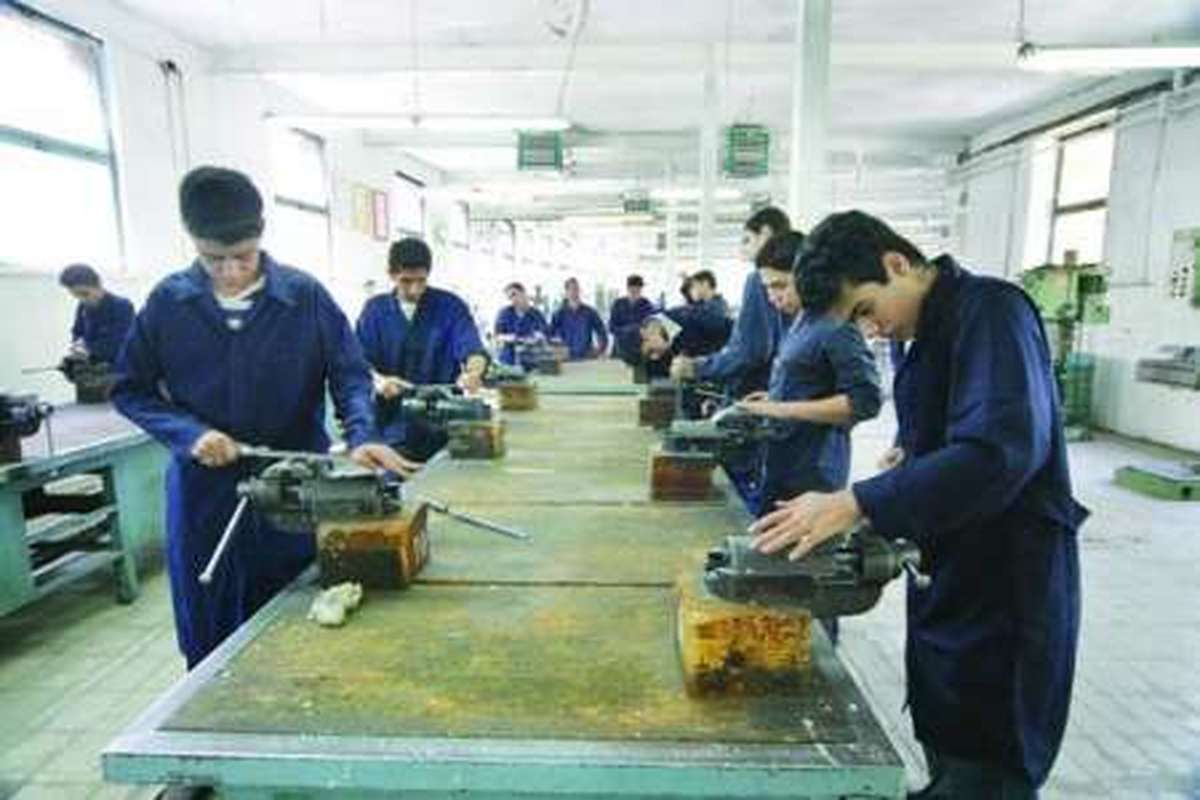 زمینه جذب دانش آموزان علاقمند به هنرستان ها فراهم شود