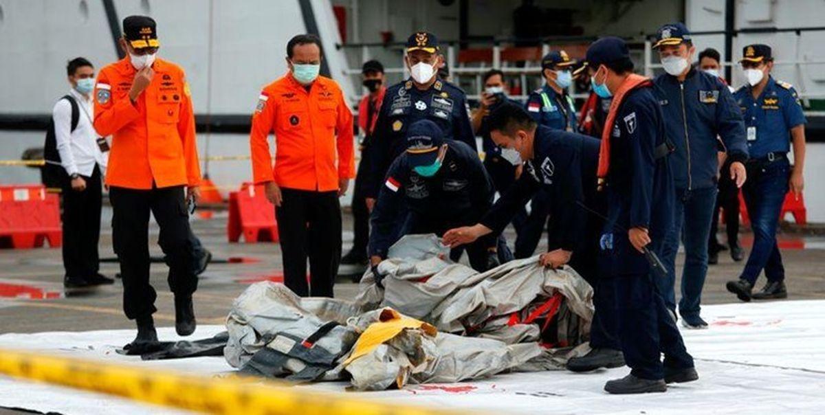 پیدا شدن بخشهایی از اجساد سرنشینان هواپیمای اندونزی در دریای جاوه