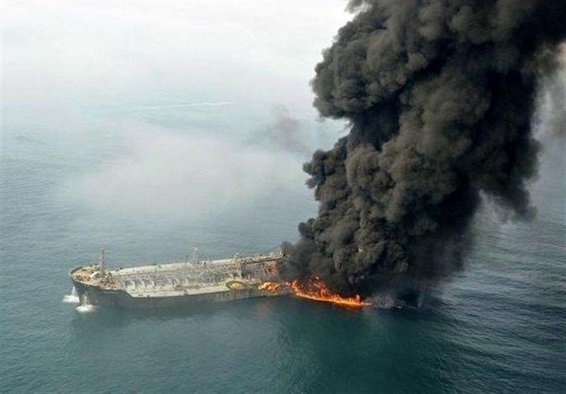 آغاز عملیات اطفای حریق نفتکش سانچی/ تیمهای تجسس امروز وارد نفتکش میشوند