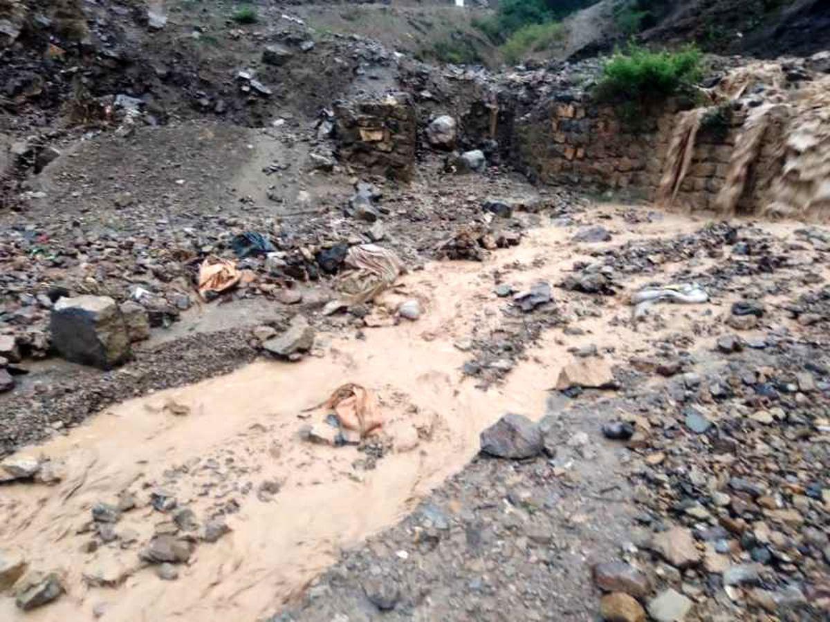 طغیان رودخانه، راه ارتباطی درون روستایی نیچکوه را مسدود کرد
