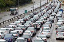 ترافیک در آزاد راه تهران-کرج نیمه سنگین است/ بارش خفیف برف در ارتفاعات محورهای کندوان