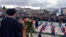 مردم لرستان در باران  به جشن چهل سالگی انقلاب آمدند