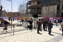 آمادهسازی عرصه میدان شهدای مشهد برای سخنرانی حجتالاسلام رئیسی+تصاویر