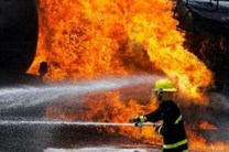 دو نفر از آتش سوزی در انبار لوسترسازی نجات یافتند