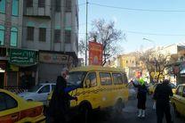 توزیع محلول ضدعفونی کننده میان رانندگان تاکسی در سنندج