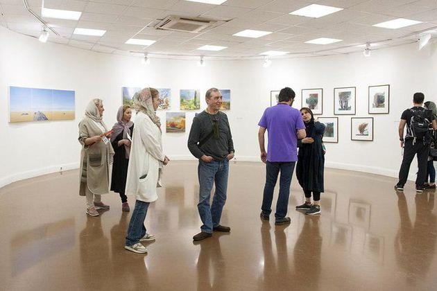 کارنمای انجمن هنرمندان نقاش روی دیوار رفت