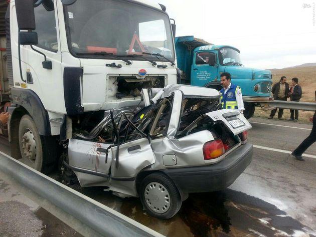 ۵ نفر در تصادف خونین پراید و کامیون جان باختند