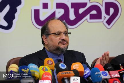 محمد شریعتمداری وزیر صنعت،معدن و تجارت