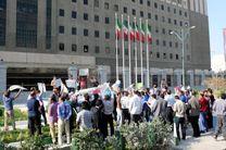 تجمع کارکنان شرکت های سهام عدالت مقابل مجلس