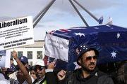 تظاهرات صدها پناهجو در محوطه بیرونی پارلمان استرالیا