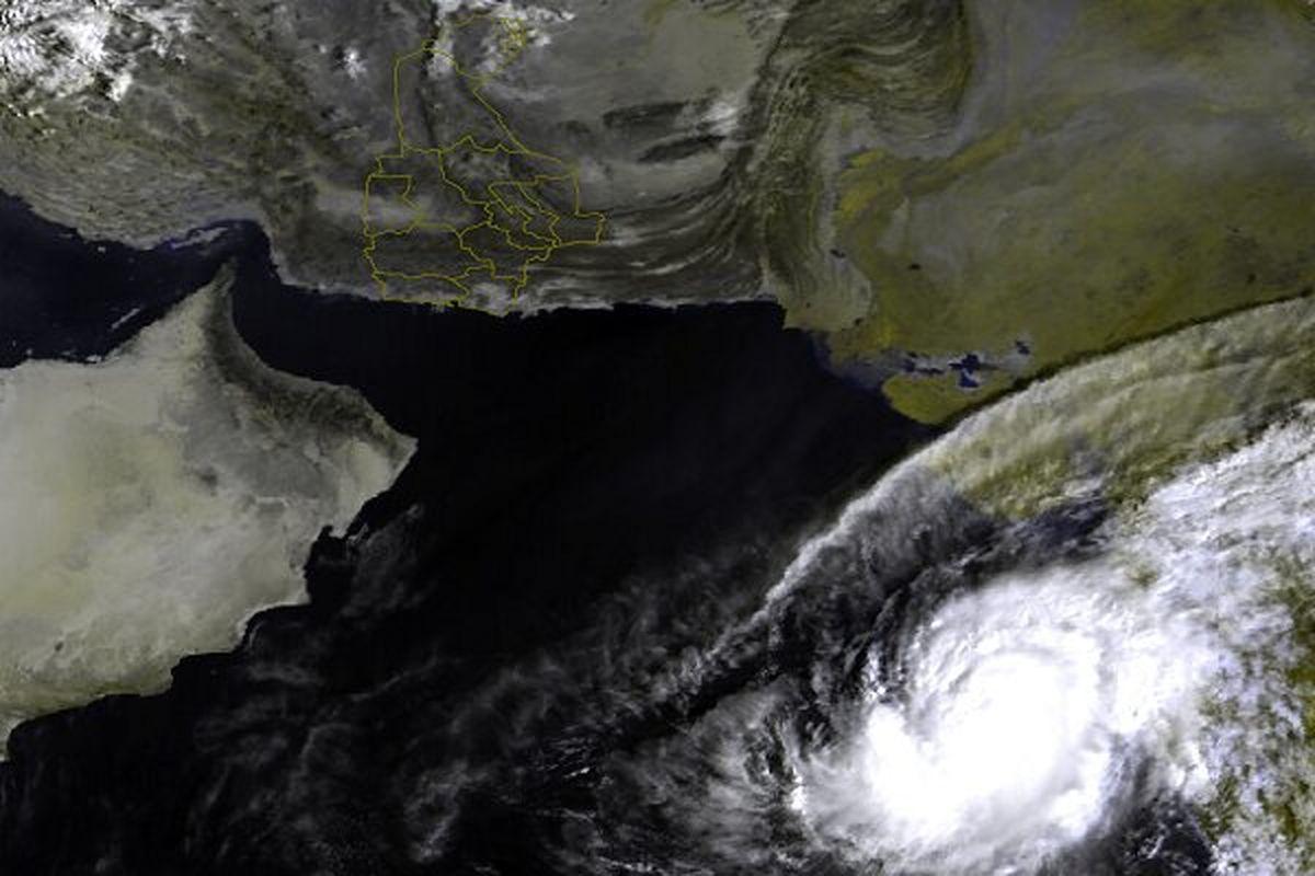 طوفان حاره ای کیار در 900 کیلومتری بندر چابهار قرار گرفت