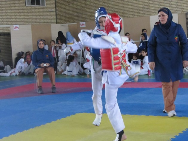 مسابقات تکواندو نونهالان پسر و دختر قهرمانی کشور در خرم آباد آغاز شد
