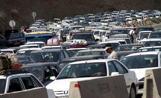 ترافیک در جاده چالوس نیمه سنگین است