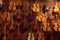 کشف انواع آلات موسیقی خارجی قاچاق در اصفهان
