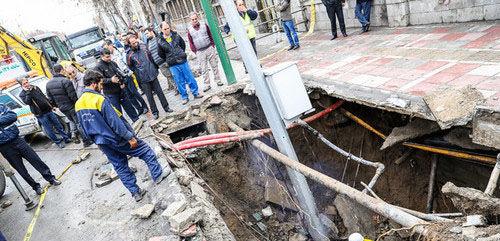 نشست زمین در محدوده خیابان مولوی/ بخشی از خط ویژه اتوبوس مسدود شد