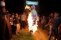 ساکنان غزه پرچم آمریکا را آتش زدند