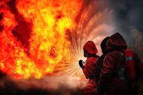 آتشسوزی گستردهای در انبار / دو آتش نشان مصدوم شدند