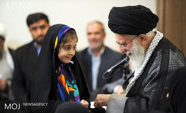 پخش مشروح دیدار خانوادههای شهدای هفتم تیر و مدافعان حرم با رهبر انقلاب