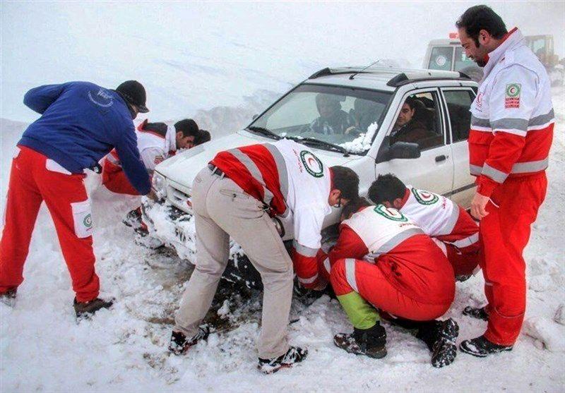 توصیه های رییس سازمان امداد و نجات برای سفرهای زمستانی/مردم بستن زنجیر چرخ را کسرشان ندانند+ فیلم آموزش بستن زنجیر چرخ