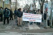 تجمع اعتراضی کارکنان شهرداری بروجرد برای دومین روز/ کسی پاسخگو نیست