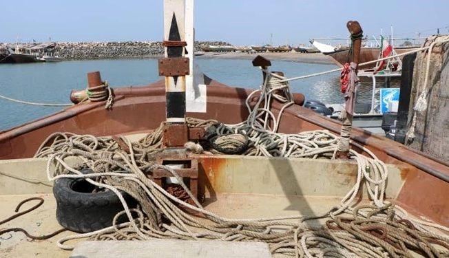 کشف 2 فروند لنج صیادی ترال در بندرلنگه