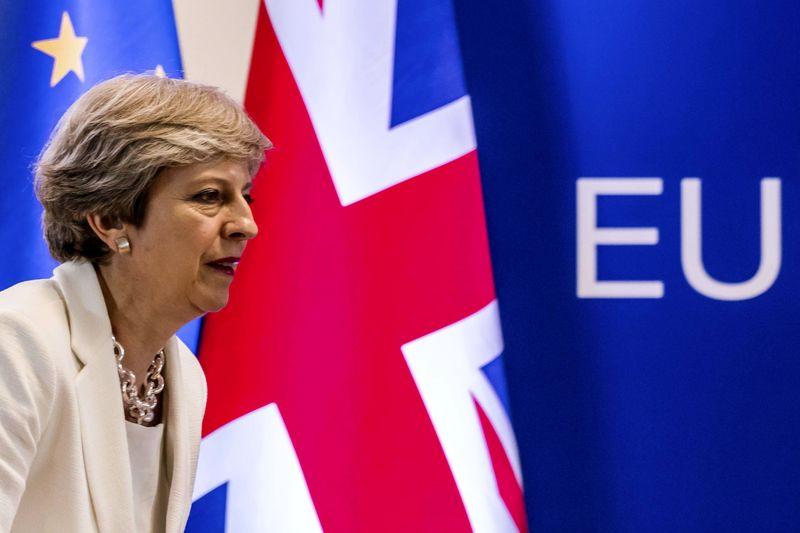 تاکید می برای تاریخ تعیین شده برای خروج از اتحادیه اروپا