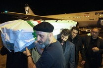 پیکر عباس کیارستمی وارد فرودگاه شد / خوشامد هایی که تا امروز نبود
