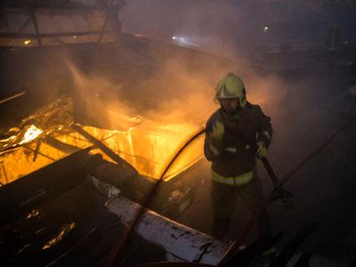 انبار چوب ملایر در آتش سوخت