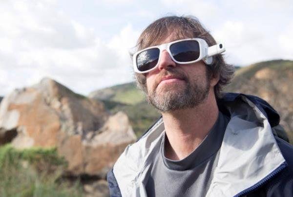ضبط ویدئو با عینک و ارسال بی واسطه به  شبکه های اجتماعی
