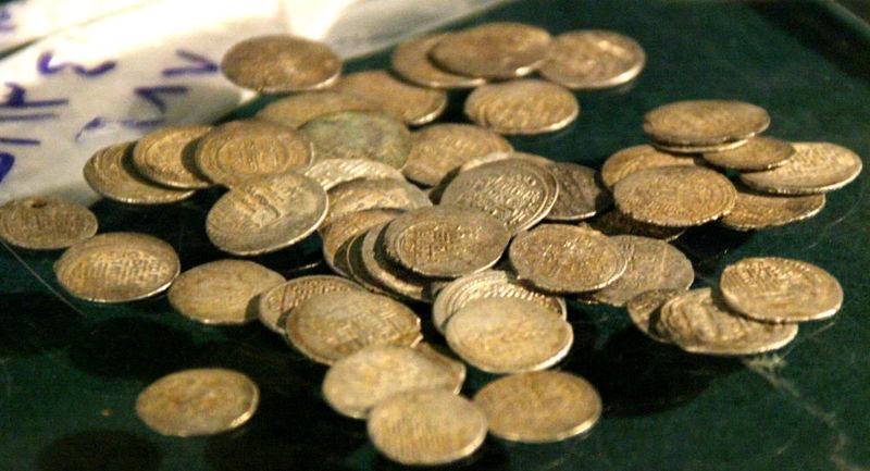 کشف عتیقهجات و سکههای باستانی در سمیرم
