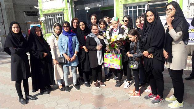 استقبال مردم لاهیجان از بانوی فاتح مسابقات جهانی قایقرانی چین