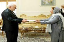 رفعت مسعود استوارنامه خود را به ظریف تقدیم کرد