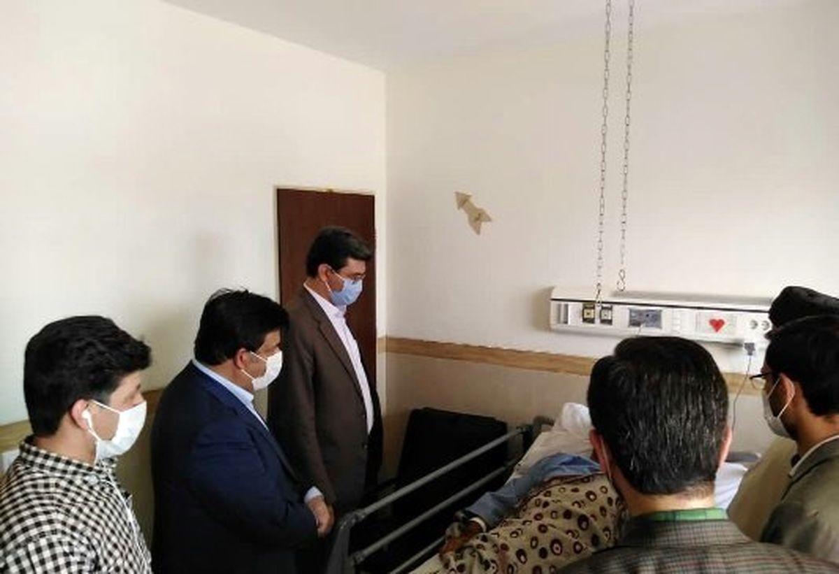 عیادت فرماندار یزد از فرمانده منطقه انتظامی زارچ در بیمارستان